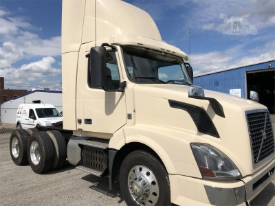 2017 Volvo Truck VNL Tandem Axle Daycab - New Truck for Sale - Wheeling Truck Center