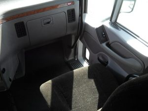 2013 Peterbilt 587 Interior Passenger Side