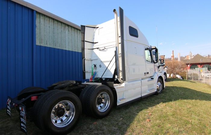 2017 Volvo Truck VNL670 Tandem Axle Sleeper New Truck for Sale - Wheeling Truck Center