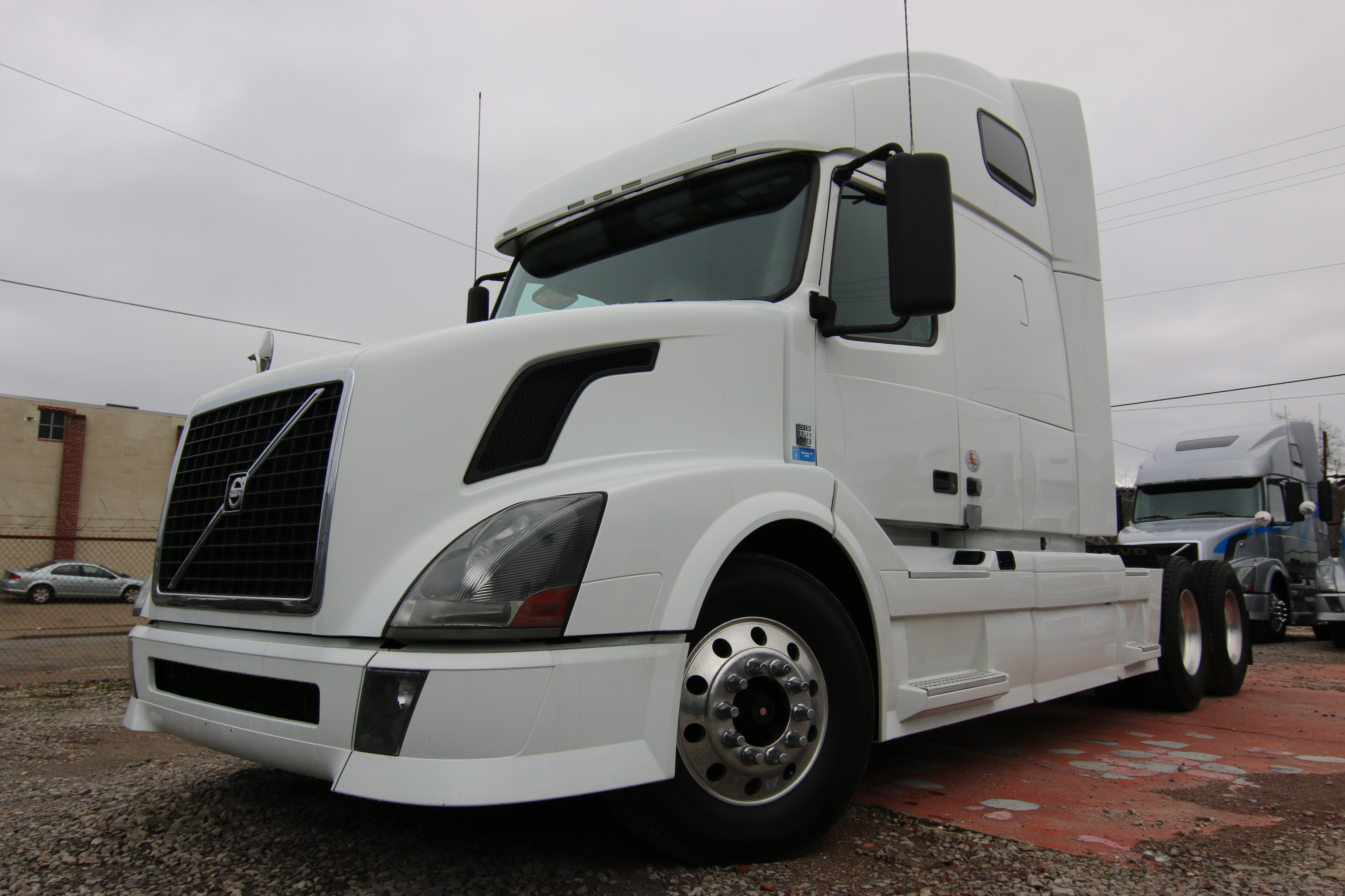 2018 Volvo VNL64T670 Volvo Sleeper - 995949 - Wheeling Truck Center - Wheeling Truck Center