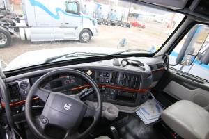 Steering Wheel and Dash - 2012 Volvo Truck VNL 670