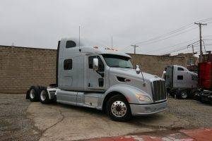 2013 Peterbilt 587 Front Passenger Side View