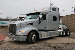 2013 Peterbilt 587 Driver Side View