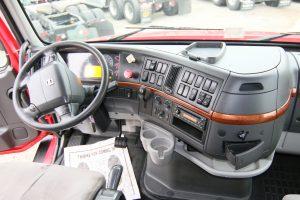 2011 Volvo VNL64T670 Interior